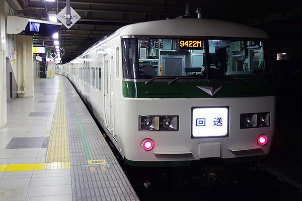 185系200番台 B6編成 立川駅