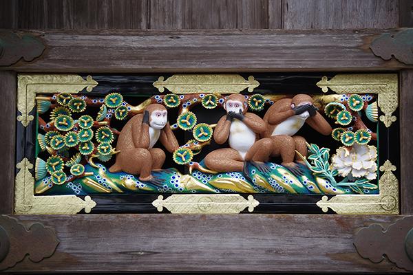 神厩舎にある「見ざる・言わざる・聞かざる」の三猿