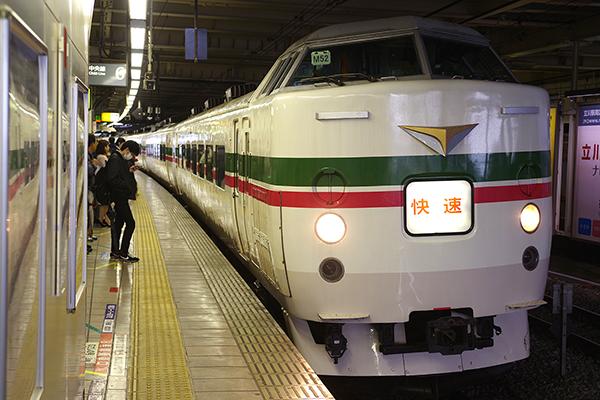 189系 M52編成 グレードアップあずさ色 立川駅 待避線