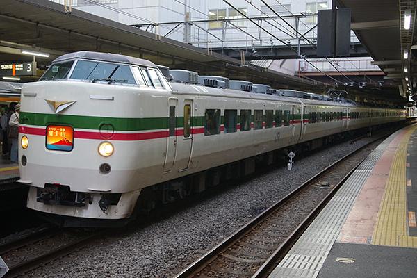 189系 M52編成 グレードアップあずさ色 立川駅 3番線