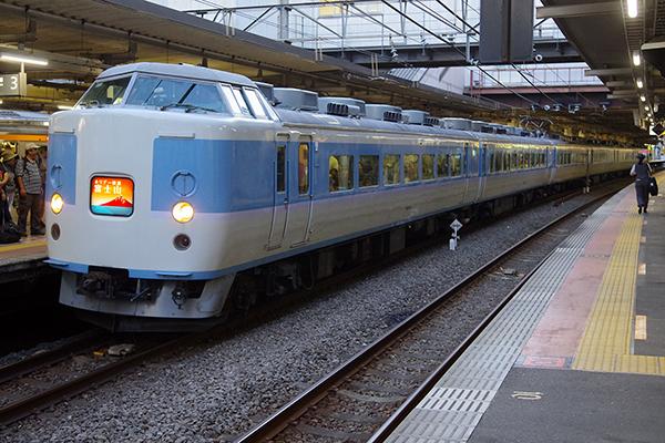 ホリデー快速富士山 立川駅 3番線