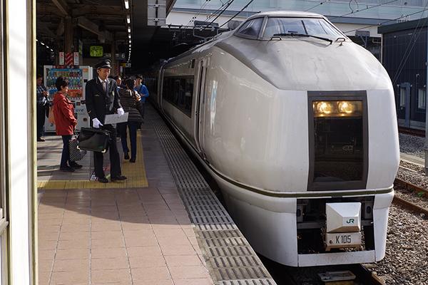 ぶらり高尾散策号 立川駅 6番線