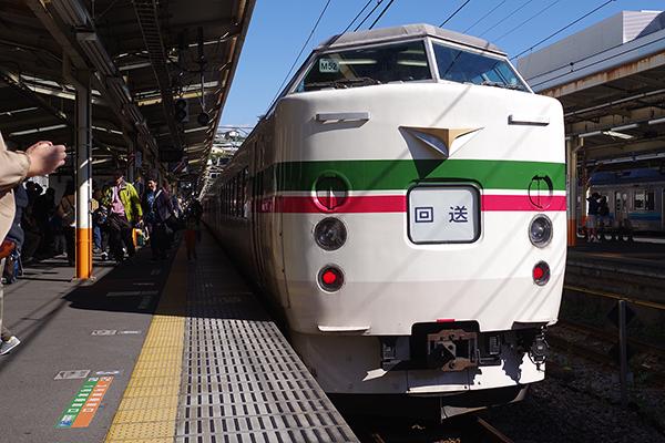 臨時 ホリデー快速あたみ号 豊田車両センター (八トタ) 189系 M52編成 熱海駅4番線
