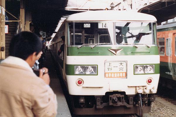 185系200番台 S211 編成 新幹線リレー号 (上野駅)