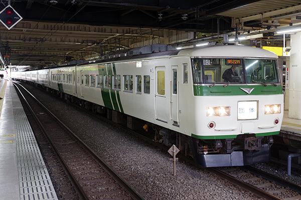 185系200番台 B2編成 (立川駅 5番線)