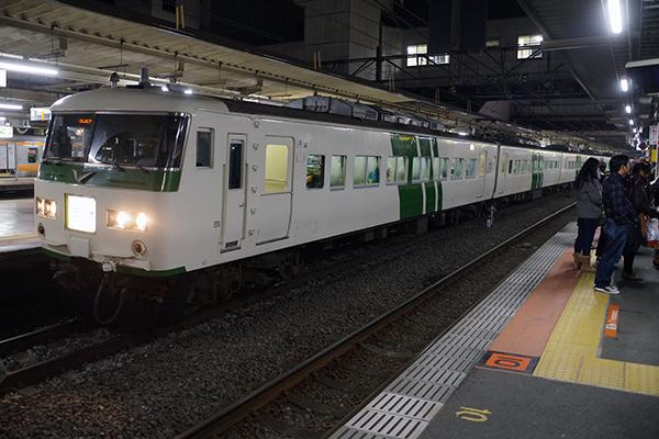 185系200番台 B2編成 (立川駅 3番線)