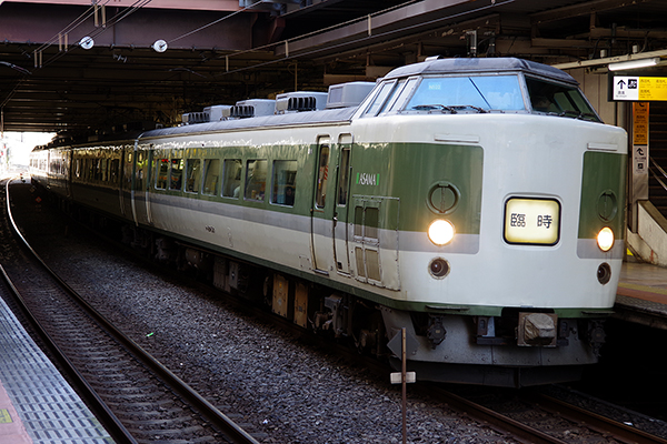 189系 長野車両センター N102編成 鎌倉紅葉号 9270M 立川駅 4番線