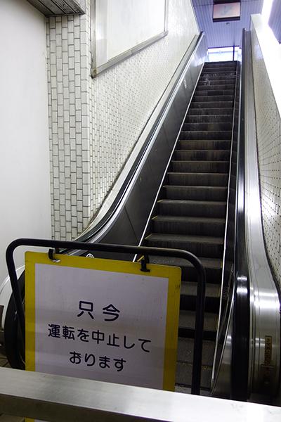 東成田駅のエスカレーター