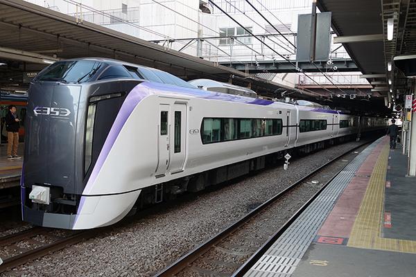 4M スーパーあずさ 4号 立川駅 3番線