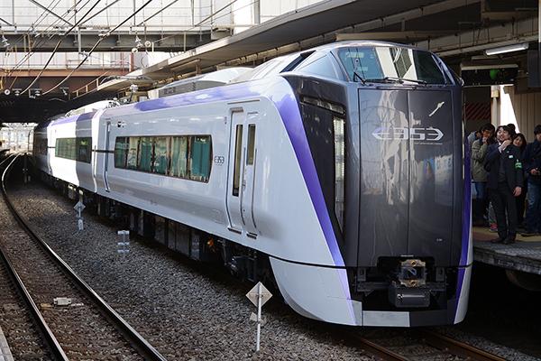 E353系 立川駅 2番線 (中央線新型特急車両E353系車両展示会)