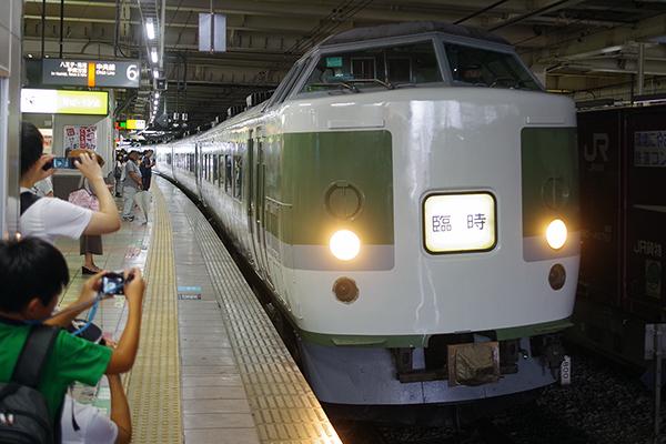 木曽あずさ (長野総合車両センター 189系 N102編成 立川駅6番線)
