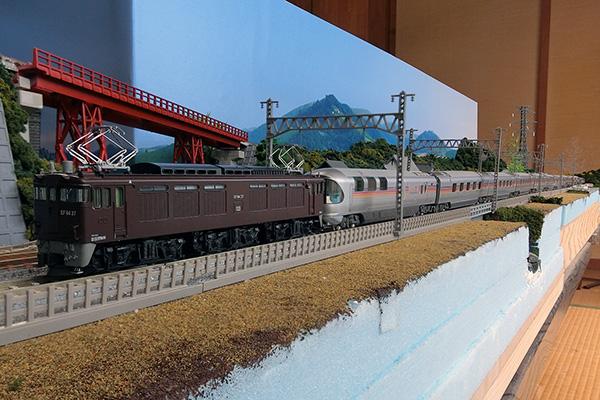 KATO 3041-3 EF64 37 茶色+KATO 10-1336 E26系 「カシオペア」 12両セット A/B
