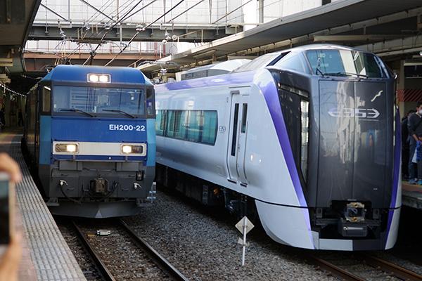 _2080レ+E353系 (車両展示会) 立川駅 2・3番線