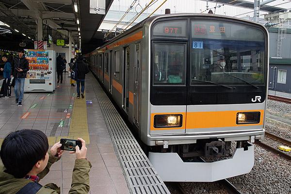 209系1000番台 (八トタ81編成) 立川駅6番線