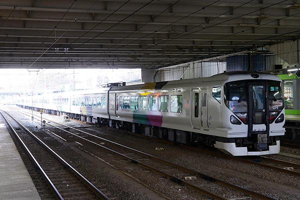 E257系0番台 松本車両センター M-111編成 拝島駅
