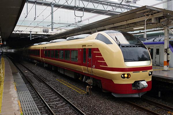 ぶらり高尾散策号 9385M 立川駅 5番線