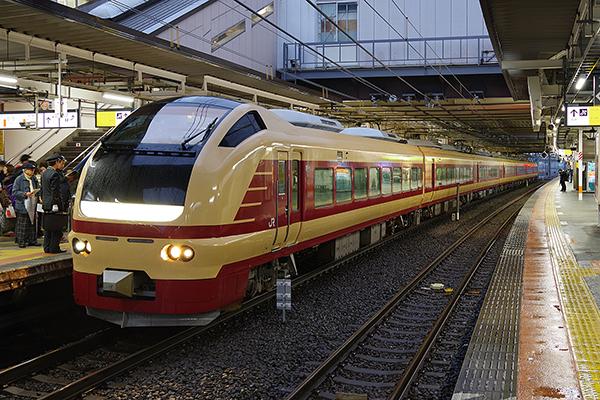ぶらり高尾散策号 9384M 立川駅 3番線